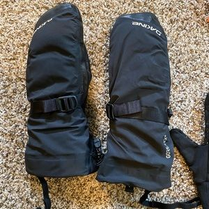 Other - Dakine Gore Tex Mittens Size Small